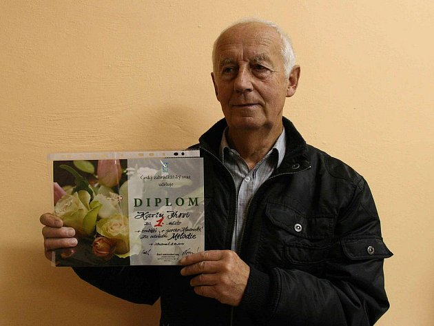 Karel Iha ze Kdyně vypěstoval  nejkrásnější jablko. Ze čvrtého ročníku  výstavy Zahrada Pošumaví si za odrůdu Melodie přivezl první místo.