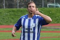 Petr Došlý oslavuje vstřelený gól.