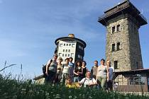 Společná fotografie učitelů na vrcholu Čerchova.