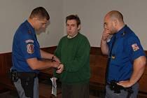 Fantom hotelů, čtyřicetiletý Miroslav Homola z Prahy, dostal u domažlického soudu trest za podvody, které páchal spolu se svou matkou.