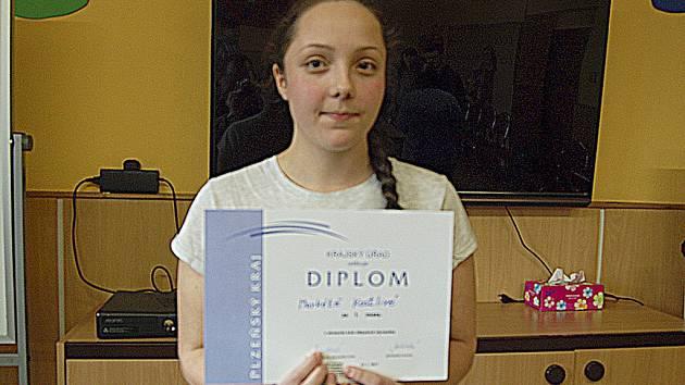 MARKÉTA KOSTLIVÁ z klenečské školy zvítězila v okresním kole dějepisné olympiády.