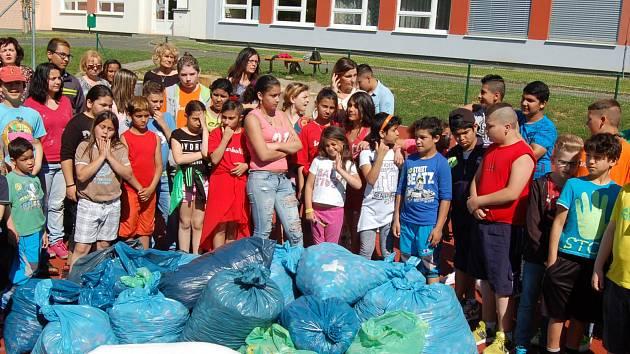Patnáctileté výročí partnerské spolupráce oslavili ZŠ praktická Domažlice a Schule am Regenbogen Cham záslužnou charitativní akcí.