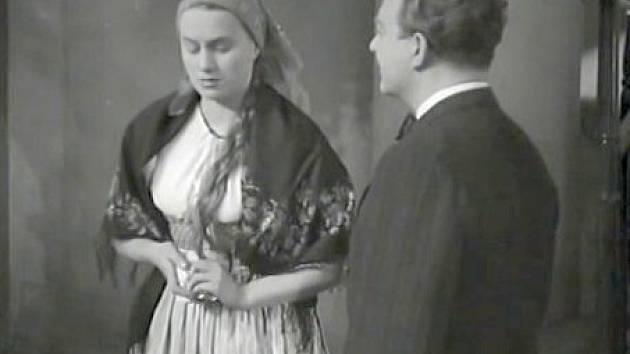 Adina Mandlová si zahrála Jarmilu.