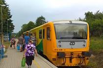 Vlak na zastávce Domažlice - město.