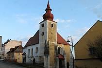 Socha sv. Jana Nepomuckého u kostela Nanebevzetí Panny Marie v Poběžovicích.
