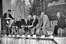 Fotografie z prvního setkání rodáků v roce 1975.