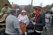 Tradiční masopustní průvod vPasečnici. Hlavní organizátoři byli starosta místních hasičů Zdeněk Kaufner a jeho manželka Milena.