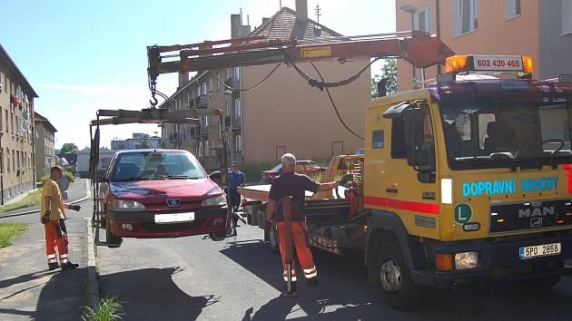 V KRAJNÍM PŘÍPADĚ strážníci volají odtahovou službu.
