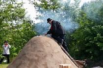 Ze zapálení milíře v Bělé nad Radbuzou.