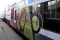 Vlaky jsou dost často takto ničeny spreyery. Ilustrační foto.