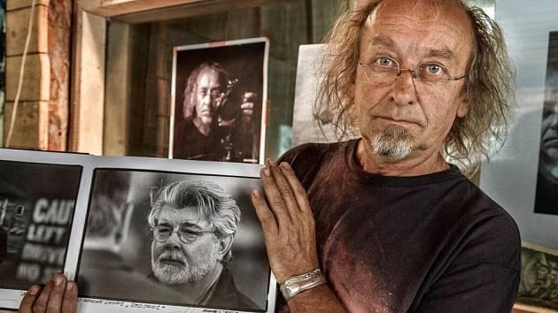Jiří Hanzl se snímkem amerického režiséra George Lucase, autora Hvězdných válek.