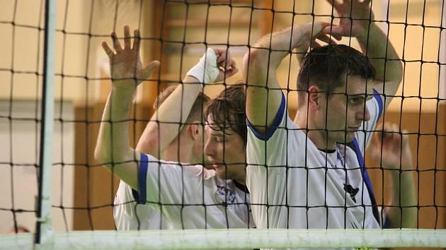 Muži volejbalu Domažlice letos ve druhé lize válí. Díky dalším dvěma výhrám a ztrátě Plzně jsou první.