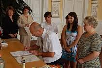 Rodina Hovanova složila ve středu 24. srpna státoprávní slib na domažlické radnici.