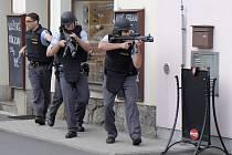 Cvičný policejní zásah v restauraci Zubřina.