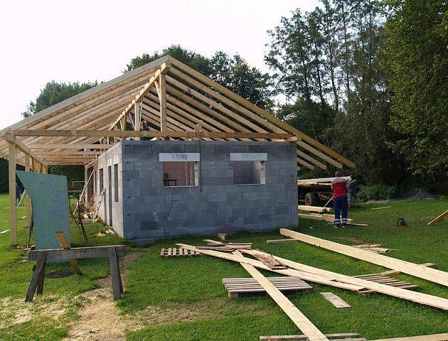Rekonstrukce zázemí na fotbalovém hřišti v Pocinovicích