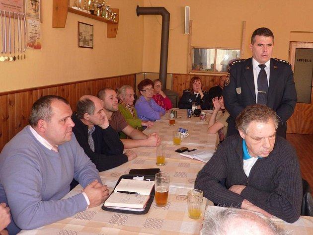 Z výroční schůze hasičů v Bělé nad Radbuzou.