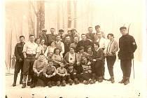 Domažlická společnost v roce 1930 na Čerchově.