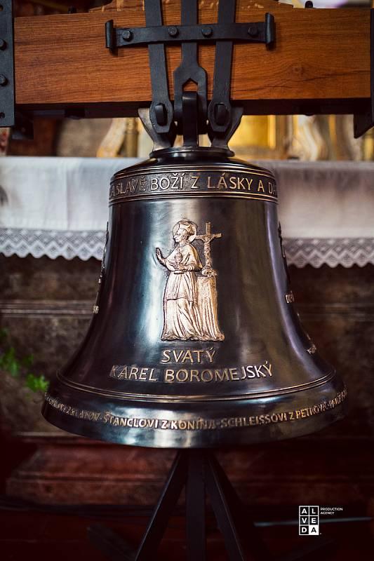 Nový zvon Karel z dílny Marka Votruby.