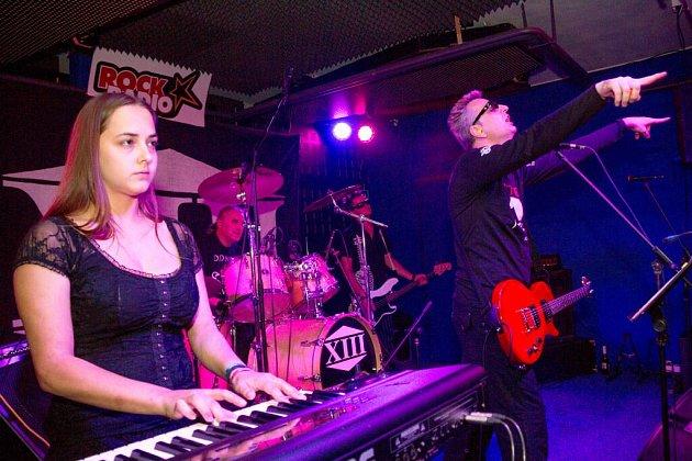Kapela XIII. století v klubu Death Magnetic v Domažlicích.