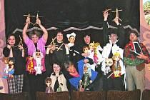 Pohádkami v podání staňkoských loutkoherců se mohou těšit děti  nejen ve Staňkově, ale také  v Domažlicích, Hlohové či Křenovech.