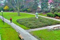 Jedna z kamer zabírá Steidlův park pod domažlickou knihovnou.