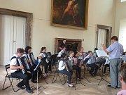 ZÁMECKÝ SÁL KLÁŠTERA v Plasích v pondělí 11. 6. přivítal mladé akordeonisty ze ZUŠ Plzeňského kraje.