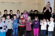 Mateřská škola Trhanov měla v tamním zámku vánoční besídku.