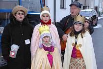 Glacovi se ´svými´ Třemi králi. Manželé by mohli namísto obíhání vesnických domácností zůstat doma, ale to by prý jim ´nesedělo´.