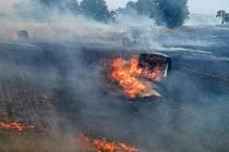 Z požáru slámy na poli u Mířkova.