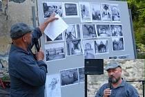 ZDENĚK PROCHÁZKA si přichystal na přednášku panel s obrázky a dobovými fotografiemi kláštera od roku 1040 až po toto století.