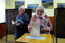 Z voleb v Mrákově.