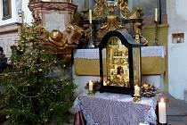 Do Horšova lákaly betlém s čerty a Betlémské světlo.