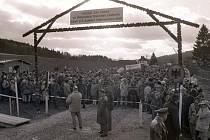 Ze setkání Čechů a Němců na hranici mezi obcemi Lísková a Höll 26. ledna 1990.