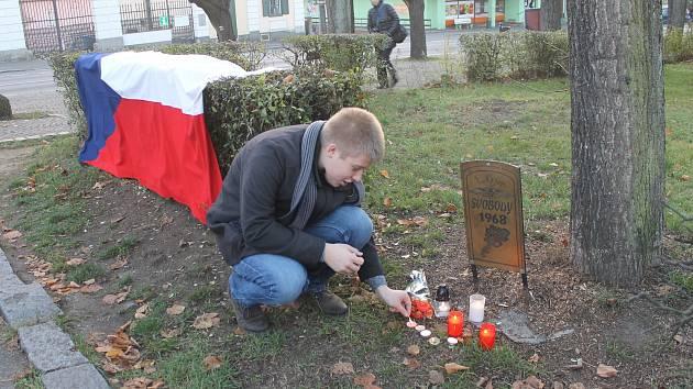 Události 17. listopadu uctili na náměstí za zvuků hudby 89. roku, nechyběla ani Modlitba pro Martu.