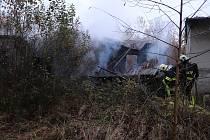 U bývalé pily u Maxova hořelo.
