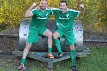 Válec Tlumačov!!!! Michal Frček a Radek Šindelář stylově pózují po další výhře Startu Tlumačov.