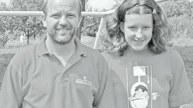 Alena Konopíková s trenérem mrákovské mládeže Vladimírem Duffkem