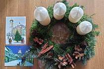 Pohlednice s motivem vánočních Domažlic.