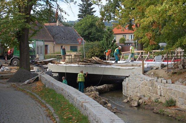Nový most v ulici Npor. O. Bartoška byl vybudován v roce 2011. Vyšel na 20 milionů korun.