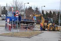 Stavební práce v rámci akce Čistá Berounka probíhají i v ulici Elišky Krásnohorské.