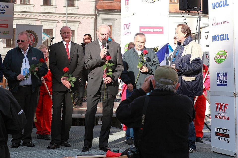 20. ročník Historic Vltava Rallye. Slavnosní zahájení na náměstí v Klatovech.