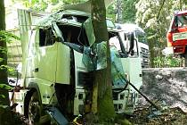 Z dnešní dopravní nehody kamionu, která se stala před 13. hod. na silnici I/26.