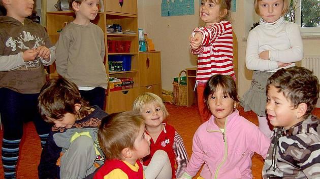 Děti z všerubské mateřské školy živě diskutovaly, jak by měla vypadat nová fasáda na jejich školce.