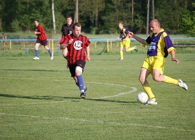 Staňkovští fotbalisté se v souboji s okresním rivalem z Chodova radovali z vítězství. Nyní je čeká  zápas na půdě vedoucích  Domažlic.