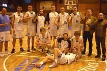Basketbalisté Jiskry Domažlice po vyhraném utkání s BK Teplice.