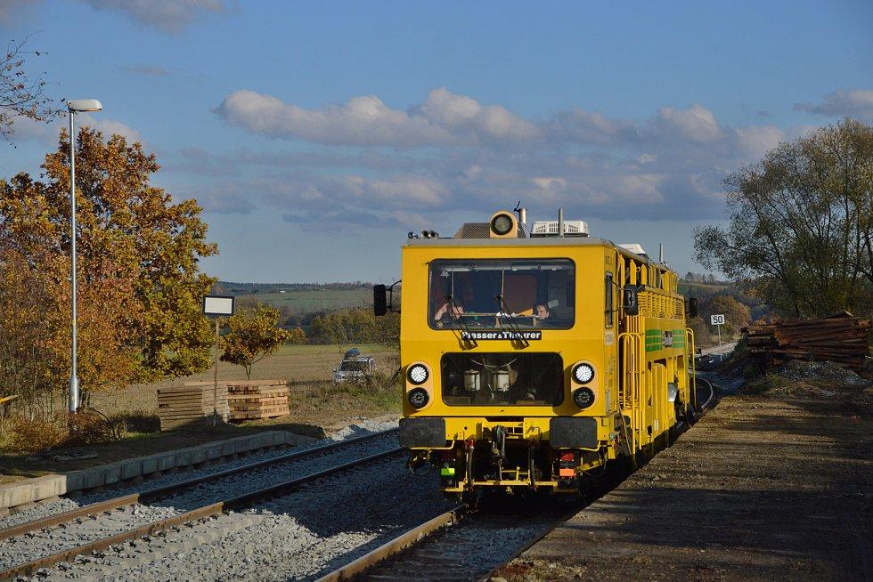 Podbíječka, stroj na podbití železničního svršku.