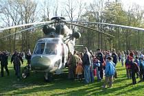 ARMÁDNÍ VRTULNÍK W-3A Sokol se v Horšovském Týně předvedl předloni. Jeho letošní účast není jistá, lákadla jsou ale i jiná. Poprvé se objeví například vodní záchranná služba.