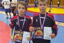 Holýšovští zápasníci Petr Nový (3. místo) a Ivo Švígler (1. místo) na mezinárodním turnaji Lidice 2013.