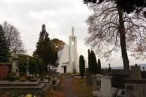 Na Soutkách v Klenčí mají hroby tři významní místní rodáci.