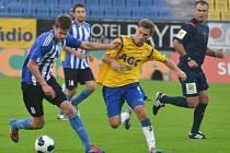 JEDEN Z HRDINŮ. Milan Braun (č. 8) vstřelil v osmifinálové odvetě na Stínadlech s Teplicemi první gól Domažlic.